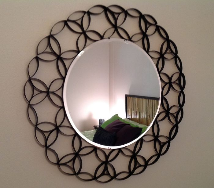 Более простой и быстрый вариант оформления зеркала. /Фото: i.pinimg.com
