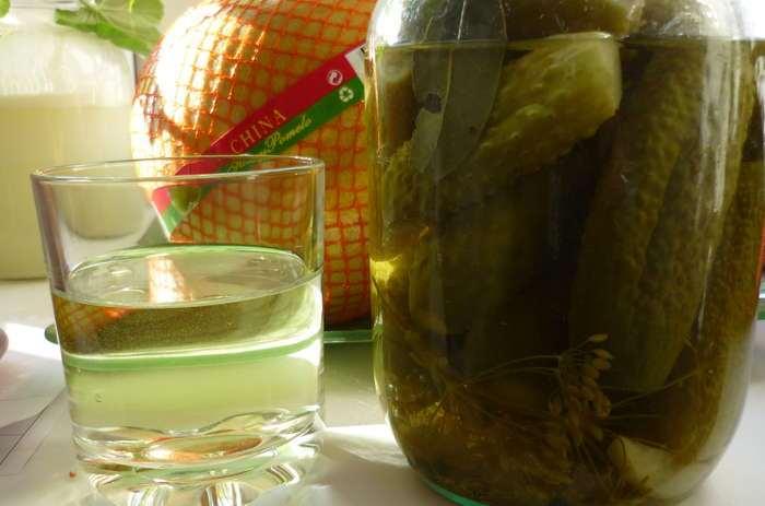 6 значимых причин не выливать рассол от огурцов в раковину, а применить его с пользой