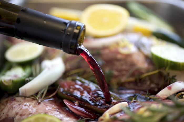 Шашлык из мяса – очень вкусное блюдо, но не стоит забывать про использование качественного маринада. /Фото: braciamiancora.com
