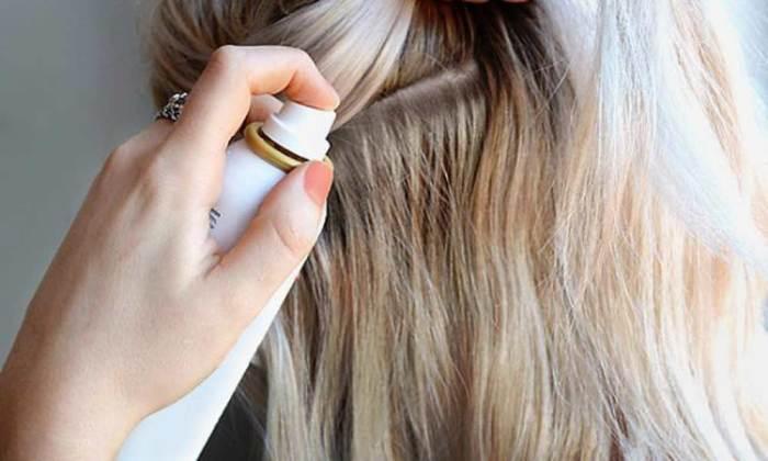Сухой шампунь придает объем и маскирует отросшую длину. /Фото: pleasedontgouk.com