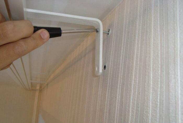 Чтобы закрепить дюбель в рыхлой стене, нужно использовать маленький секрет. /Фото: zav-club.com
