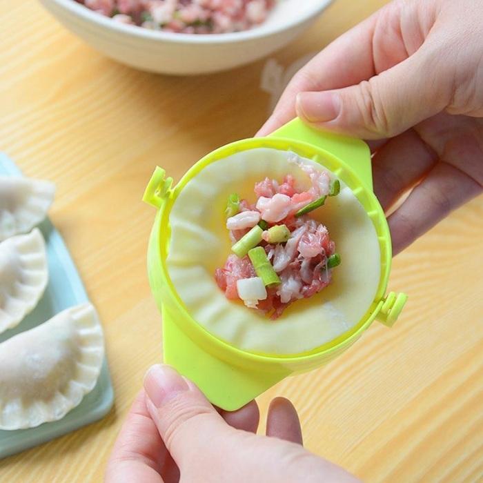 С таким устройством однозначно легче лепить пельмени, чем вручную. /Фото: img.joomcdn.net