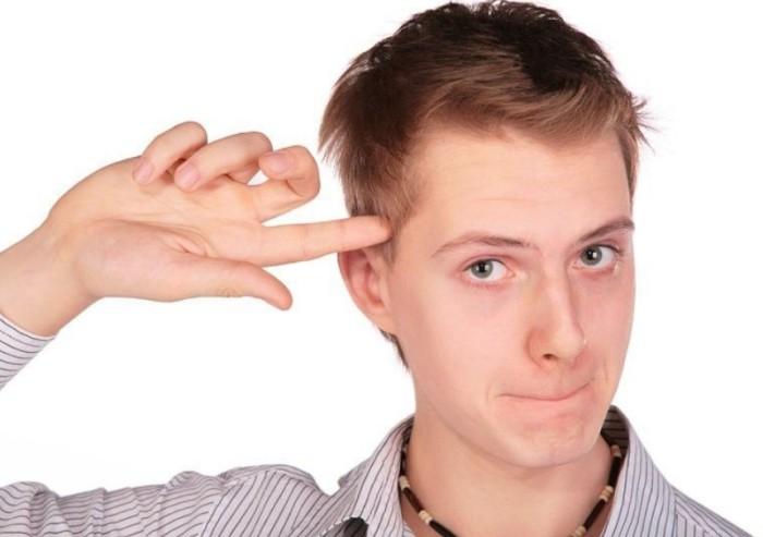 Прикосновение пальца к носу может означать от предупреждения об опасности до конспирации. /Фото: veralline.com