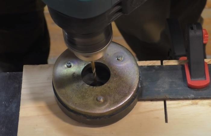Магнит удержит металлическую стружку. /Фото: youtube.com/watch?v=X3KxpSDZaJo&list=PLTA0b0BEl9GWvlzMRctbx9fdzn1-BLVoV&index=5