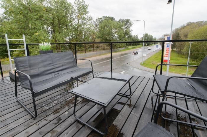 Возможно зонт спасет любую ситуацию. /Фото: q-cf.bstatic.com