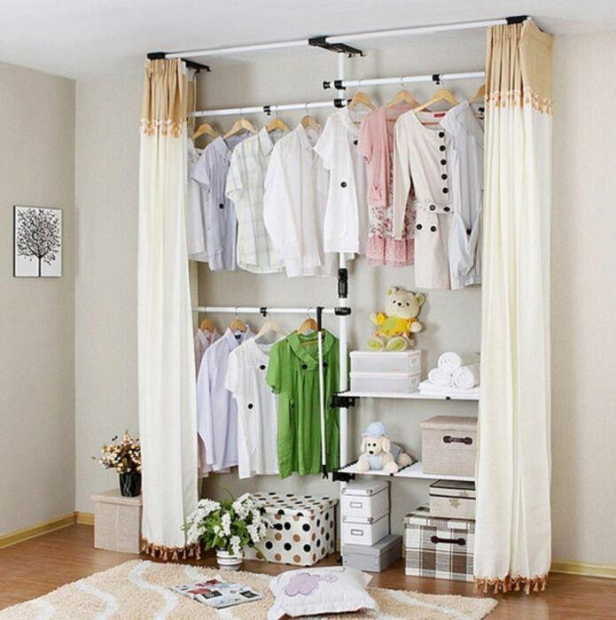 Отличная идея для маленьких комнат, в которых очень хочется разместить гардеробную. /Фото: archidea.com.ua