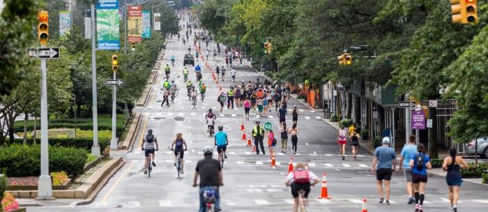 3 дня августа улица Нью-Йорка переходит во власть пешеходов и велосипедистов. /Фото: pd-stuytown-cd.stuytown.com