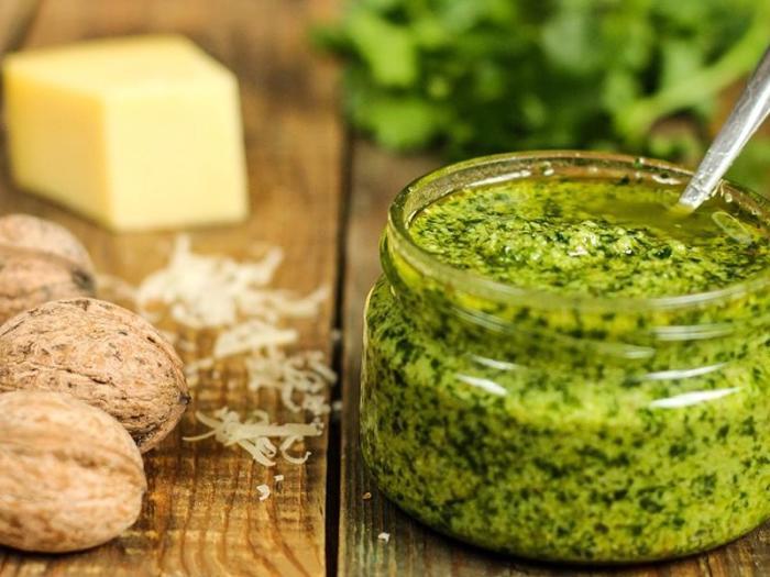 Вялая зелень способна послужить чему-то очень вкусному. /Фото: i2.wp.com