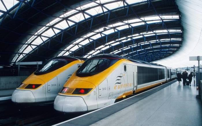 Поезда не помещались между платформами. /Фото: lepetitjournal.com