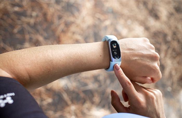 Умные часы с глюкозометром следят за уровнем сахара без забора крови. /Фото: geeky-gadgets.com