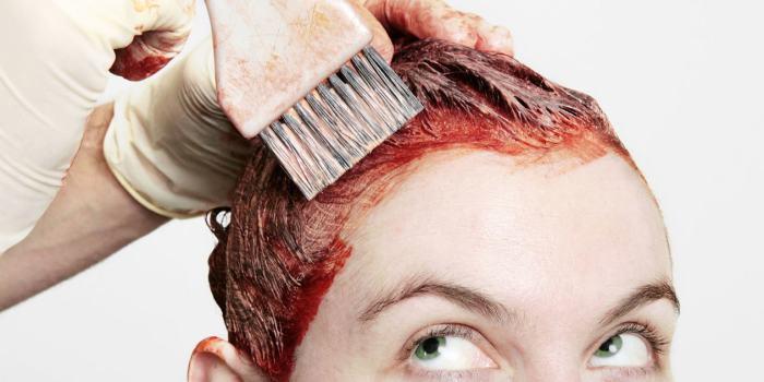 Паста поможет оттереть пятна после окрашивания волос. /Фото: obovsyom.com