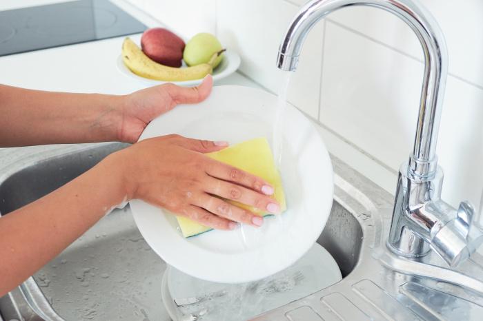 Горчичный порошок – хорошая альтернатива моющим средствам. /Фото: i2.wp.com