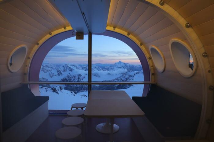 Обзор из кают-кают-компании создает впечатление парения над миром. /Фото: cf.bstatic.com