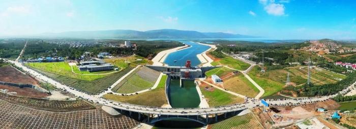 Колоссальный проект по переброске вод позволил «напоить» Пекин: Янцзы поставляет 70% воды, необходимой столице Китая. /Фото: upload.wikimedia.org