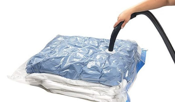 Вакуумные пакеты – компактный способ хранения объемных вещей. /Фото: buy-new.co.uk
