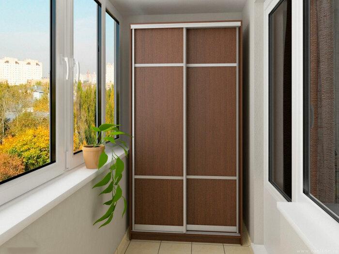 Шкаф-купе — отличное начало для создания гардеробной возле спальни. /Фото: meb-bel.by