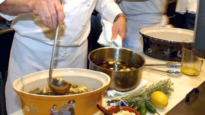 Не рекомендуется добавлять приправы в середине готовки. /Фото: chicago.cbslocal.com
