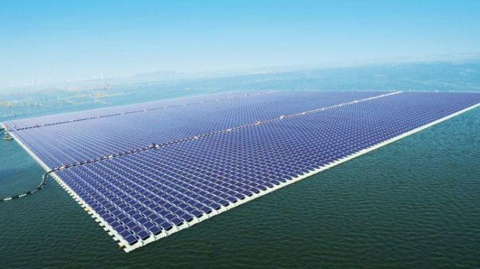 В Китае активно строятся плавучие солнечные станции. /Фото: pv-tech.org