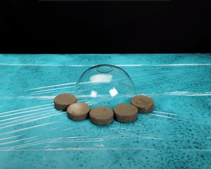 Круги, которые сформируют вазу. /Фото: youtube.com