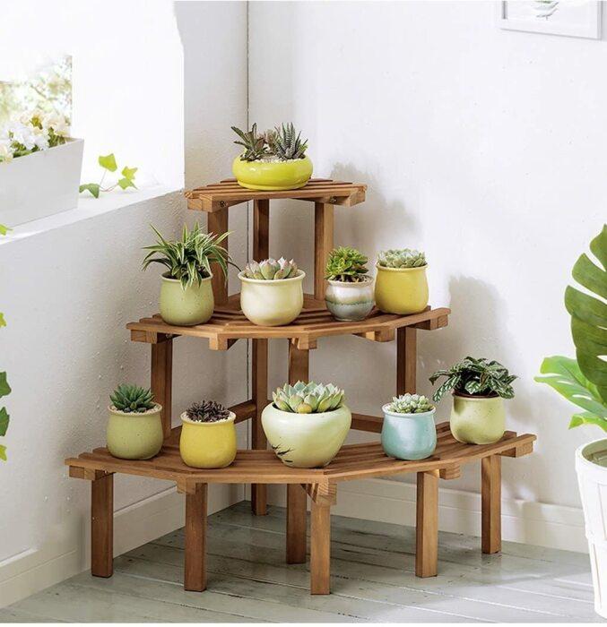 Красивая и занимающая мало места подставка для комнатных цветов. /Фото: m.media-amazon.com