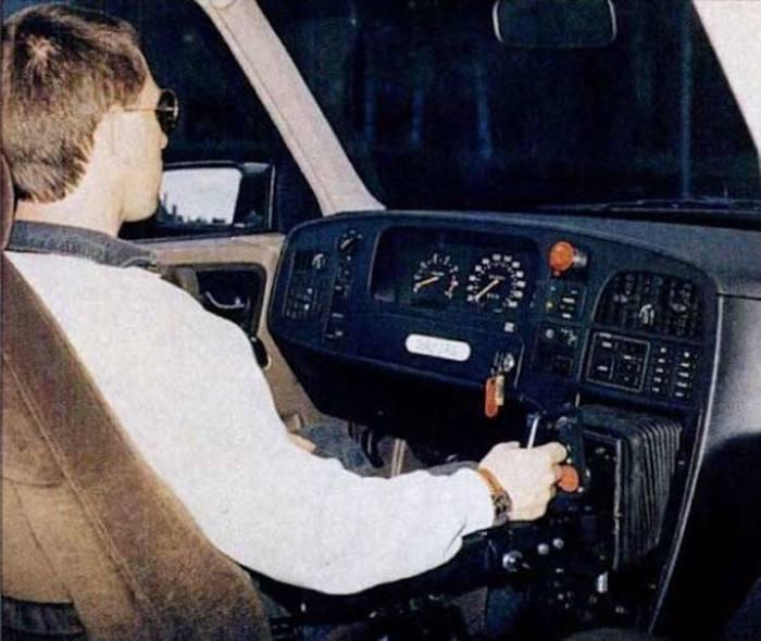 Не всегда руль выглядел так, как мы привыкли видеть его. /Фото: static.autoblog.nl