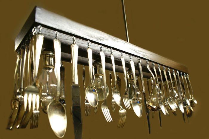 Светильники из столовых приборов могут иметь любую форму. /Фото: i.pinimg.com