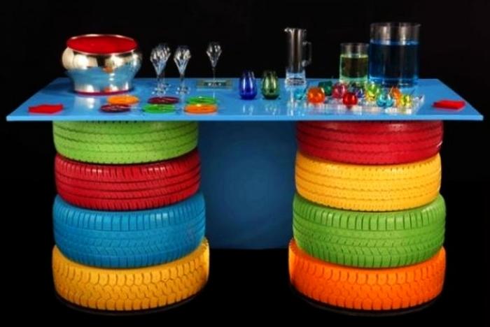 Немного креатива – и шины превращаются в симпатичный столик. /Фото: cdn.homecrux.com
