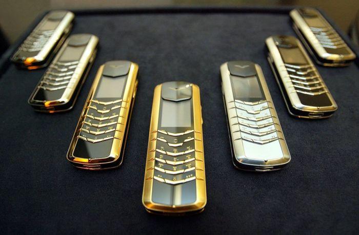 Красивые, но очень дорогостоящие смартфоны. /Фото: cdn.unitycms.io