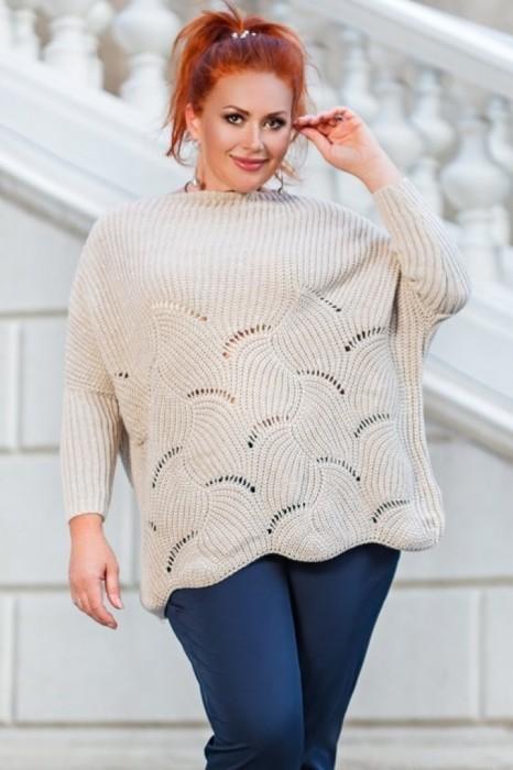 Объемный свитер — для смелых модниц. /Фото: laluna.com.ua