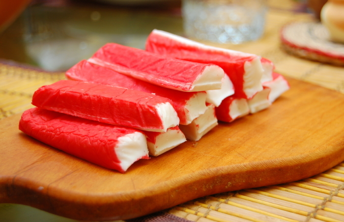Настоящие крабовые палочки пользовались популярностью для приготовления многих национальных блюд. /Фото: fannykitchen.com