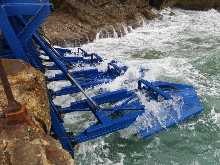 Поплавки волновой электростанции Eco Wave Power. /Фото: ecowavepower.com
