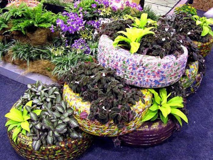 Шины приносят неоценимую пользу при устройстве цветников. /Фото: 3.bp.blogspot.com