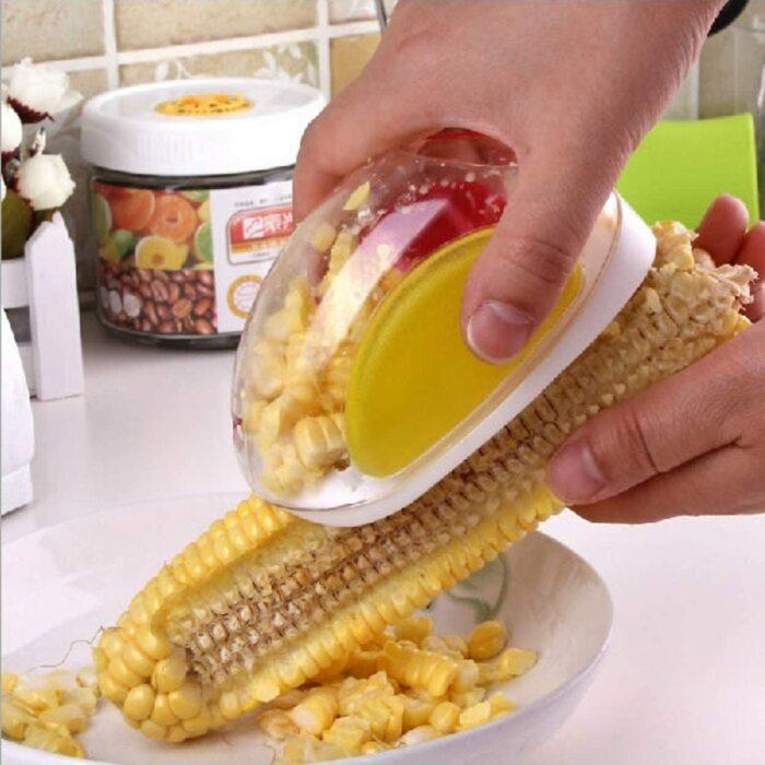 С таким приспособлением чистить кукурузу станет невероятно просто. /Фото: images-na.ssl-images-amazon.com