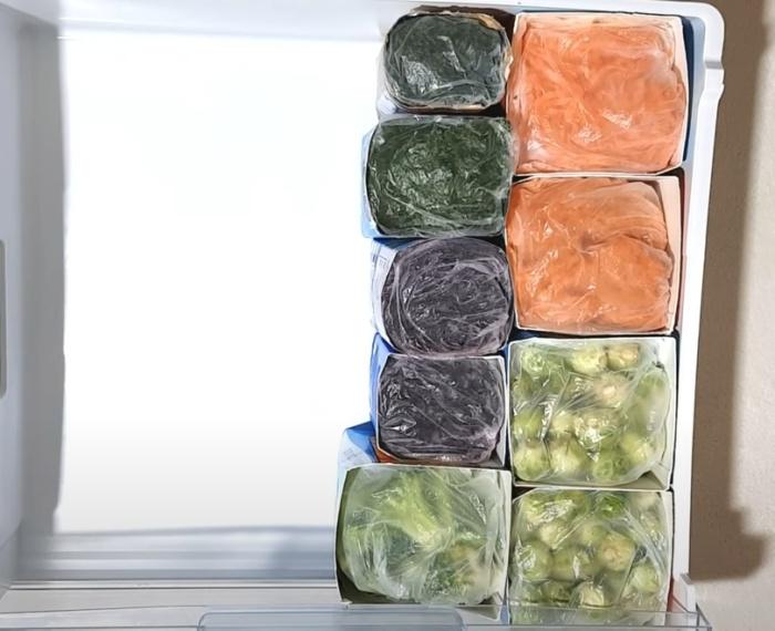 Упаковки тетрапак идеально подходят для организации упорядоченного хранения. / Фото: youtube.com