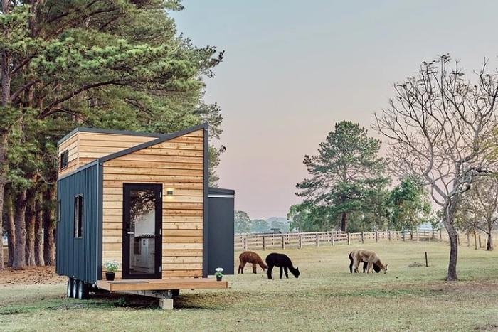 Маленький приветливый дом ждет своих хозяев. /Фото: static.wixstatic.com
