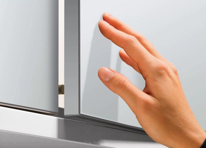 Дверца открывается одним касанием без ручки. /Фото: sun9-53.userapi.com