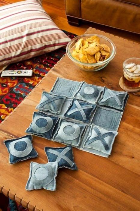 Детвора будет весело проводить время, играя в крестики-нолики из джинсы. /Фото: espacebuzz.com