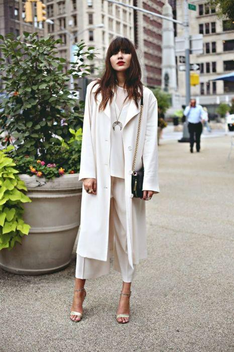 Посмотрите, как элегантно и дорого смотрится этот белый total look. /Фото: i.pinimg.com