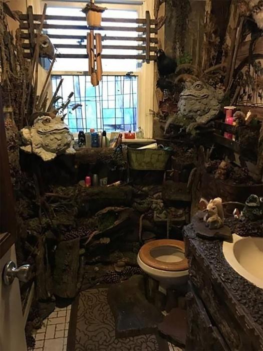 Сложно сразу понять, где ты находишься, в туалете или на мрачном болоте. /Фото: an7.by