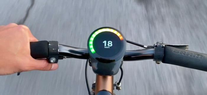 Интерфейс со светодиодами упрощает пользование и повышает безопасность. /Фото: medias.smarthalo.bike