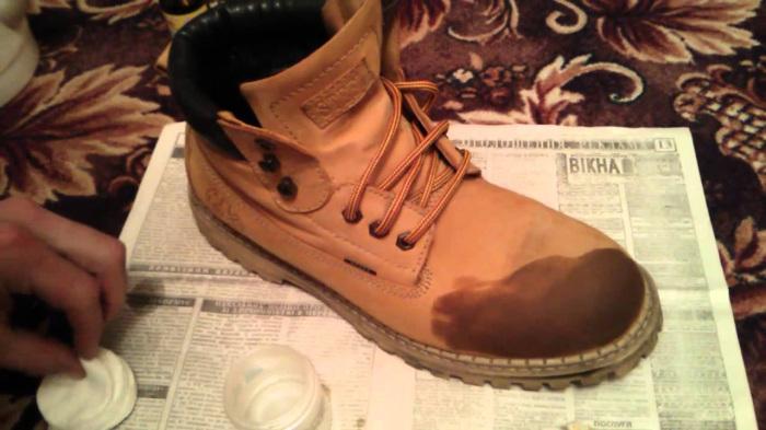 Если дома есть спирт, любую обувь можно быстро «исправить» под себя. /Фото: i.ytimg.com