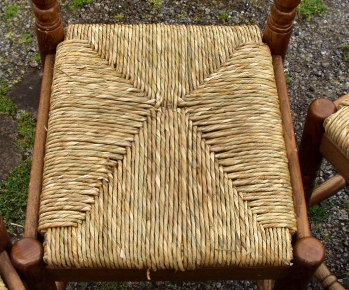 Более необычное плетение из веревки для сидения стула. /Фото: marshallmcgurk.com