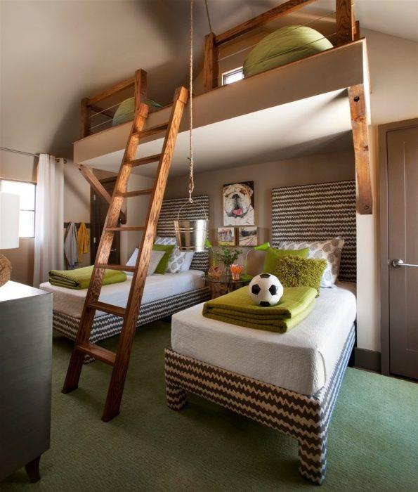 Оптимальное расположение кроватей и зоны для игр. /Фото: thearmchairlibrarian.com