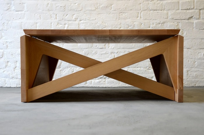 Журнальный столик, который может трансформироваться. /Фото: archello.com