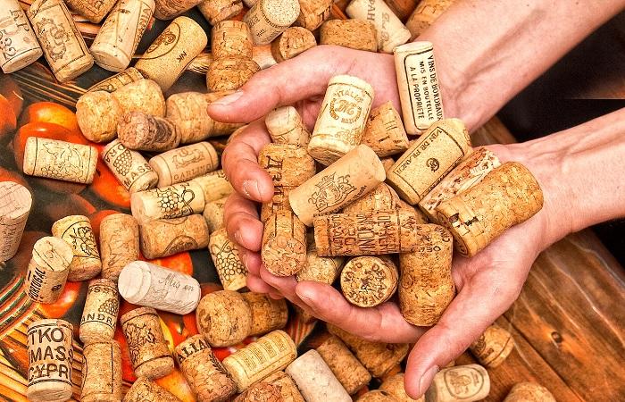 Из пробок от винных бутылок можно сделать много чего интересного. /Фото: vtemu.by