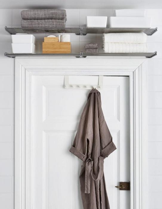 Про место над дверью часто забывают. /Фото: ikea.com