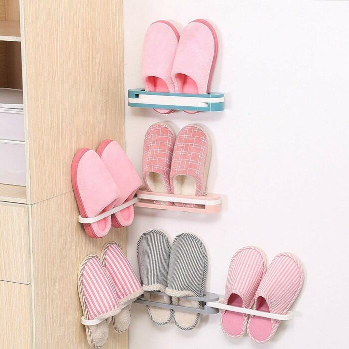 Тапочки тоже можно подвесить на шкаф или стенку. /Фото: images-na.ssl-images-amazon.com