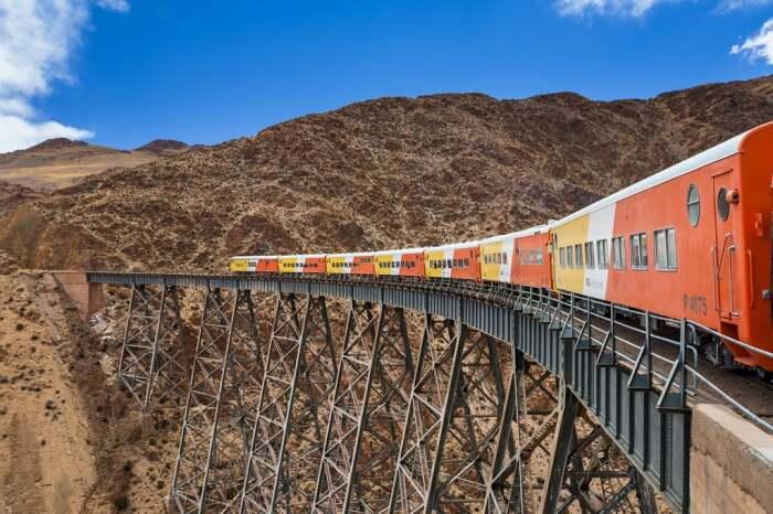 Дорога быстро стала достопримечательностью. /Фото: media1.popsugar-assets.com