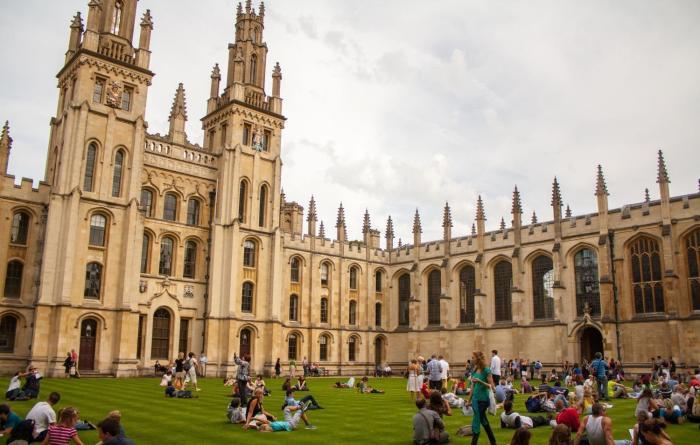 Оксфордский университет поражает своим величием. /Фото: dingyue.ws.126.net