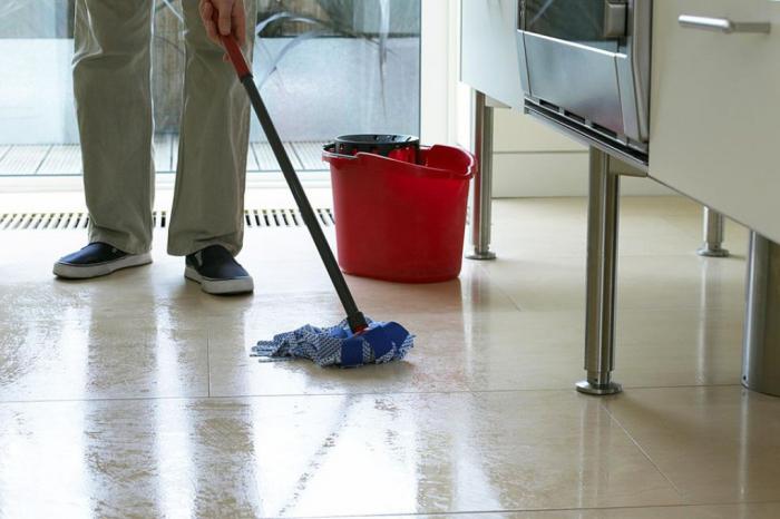 Финальный штрих в уборке кухни. /Фото: festivalsalsacali.com